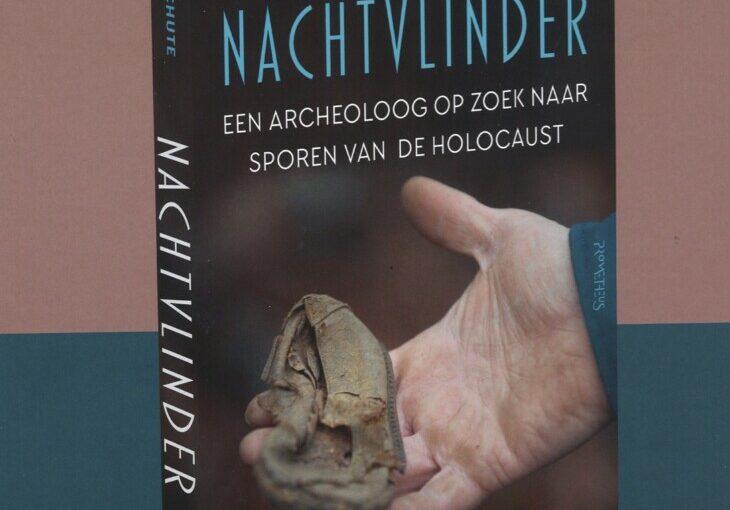 Buchcover mit Männerhand und Kinderschuh